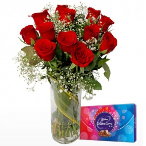 12 Red Roses In Medium Vase With Chocolates