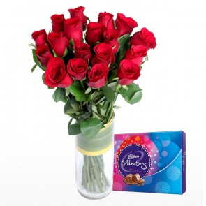 18 Red Roses In Medium Vase With Chocolates