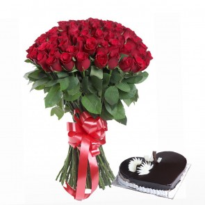 100 Red Roses Bunch With Heart Shape Cake